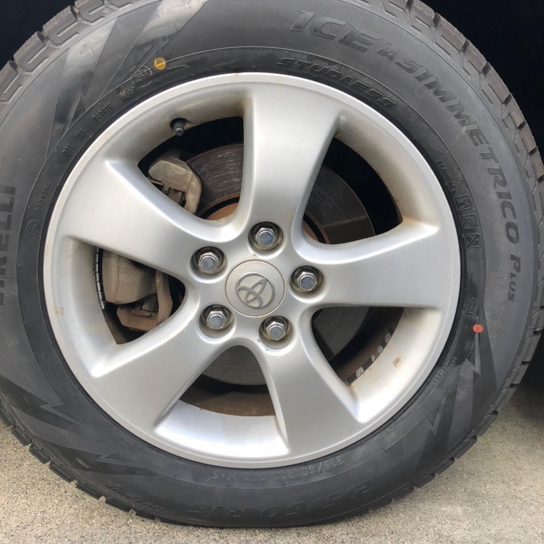 三重郡、タイヤ持ち込み交換 出光 ミルクロード店 トヨタ  エスティマ 215/60R16 4本6000円