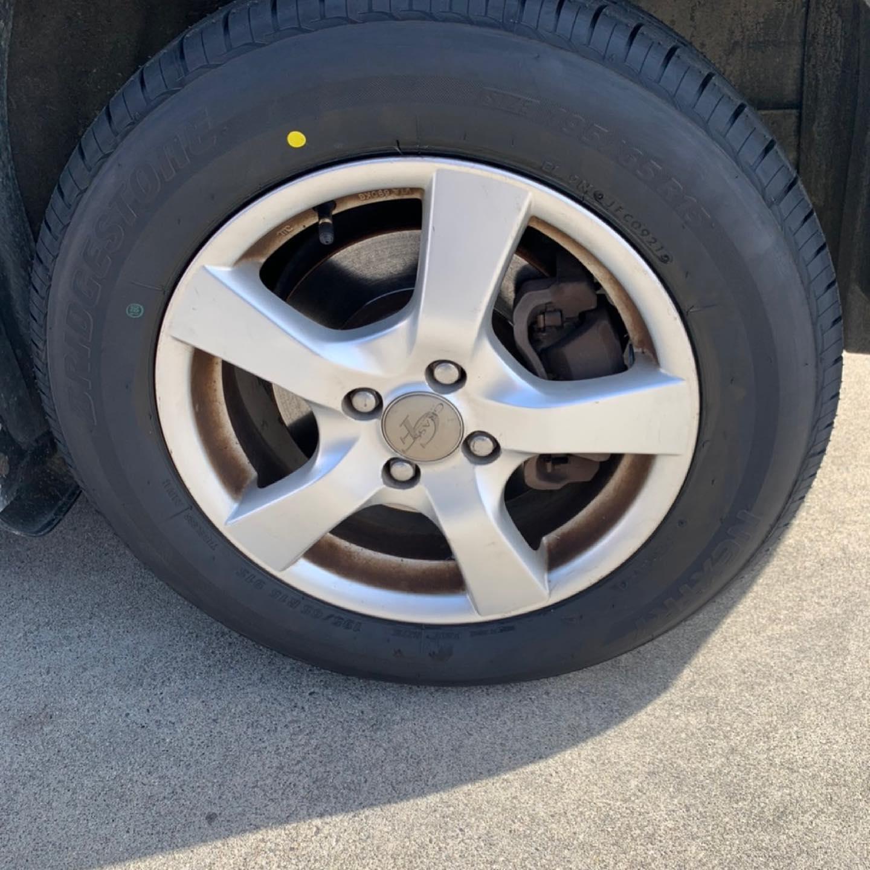 三重郡、タイヤ持ち込み交換 出光 ミルクロード店 トヨタ  フィールダー  195/65R15 4本6600円